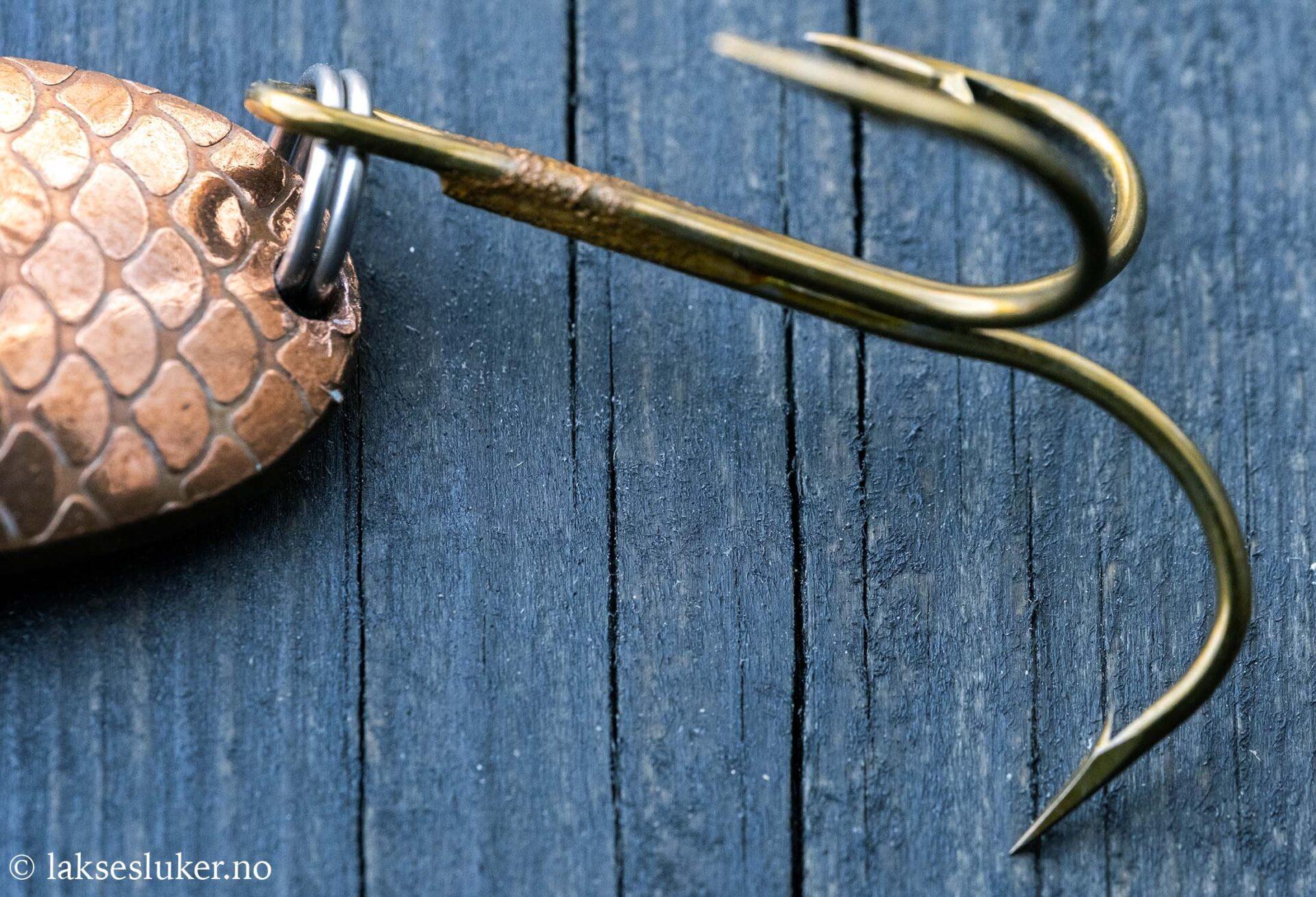 bendet ut krok på fiskesluk
