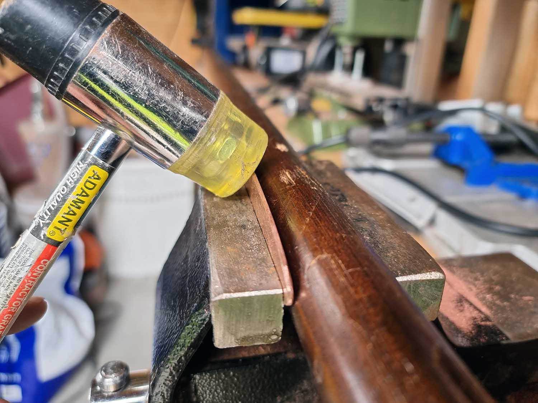 forming av slukemne i en skrustikke med hammer