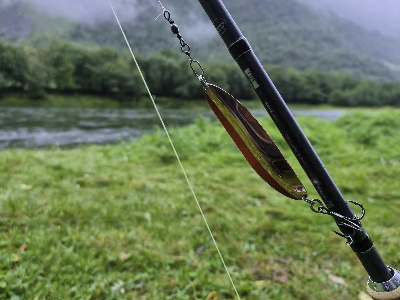 hjemmelaget fiskesluk ved elva